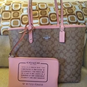 🌸Authentic Coach Reversible Tote🌸